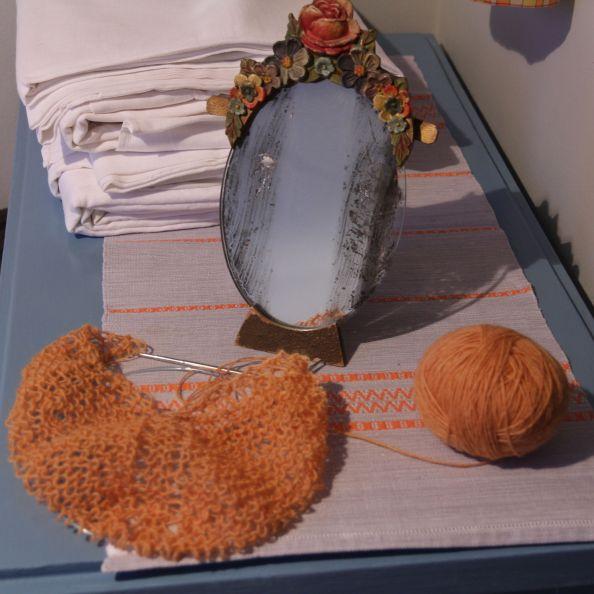 Knitting with Icelandic Wool, hand-dyed with lichen